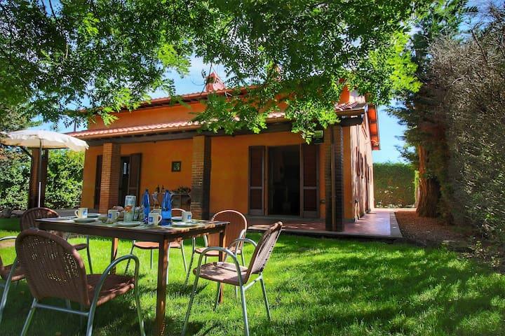 Casale con 2 appartamenti con piscina, tra Montepulciano e Lago Trasimeno