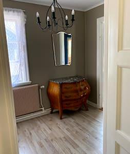 Lägenhet i hus, lugnt kvarter 25 min från Göteborg