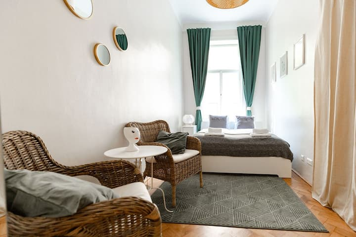 Trendy Room 7 min to city center  (Top 6 - Room 3)