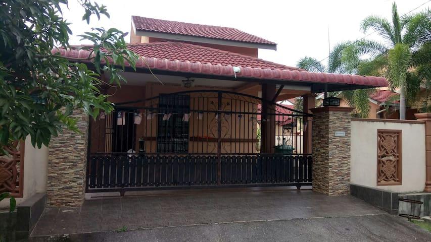 Kawaii Homestay at Taman Indera Sempurna Kuantan - 콴탄 - 단독주택