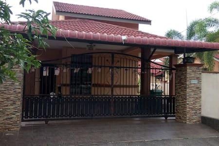 Kawaii Homestay at Indera Sempurna - クアンタン