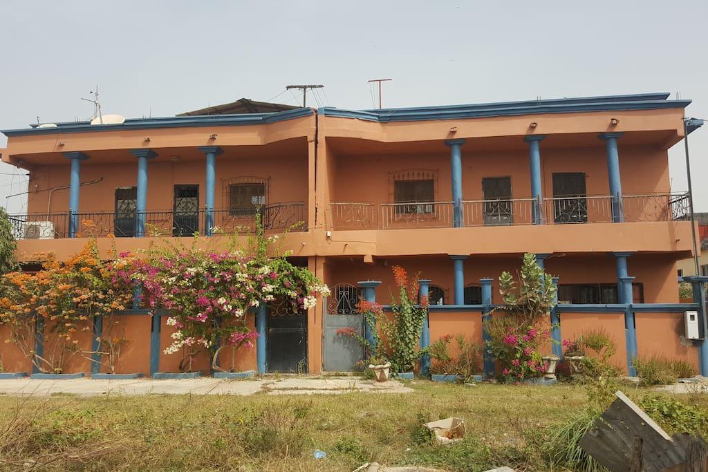 la façade de la VILLA SAMABY