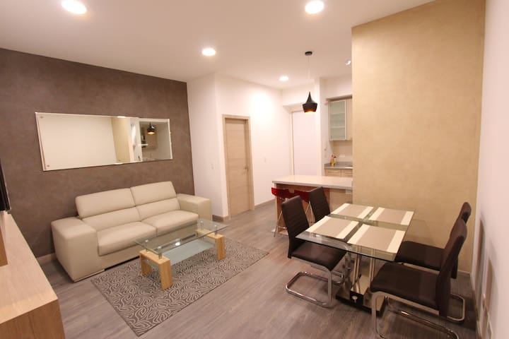 THE BEST LOCATION - MODERN BRAND NEW APPARTMENT - Quito - Apartamento