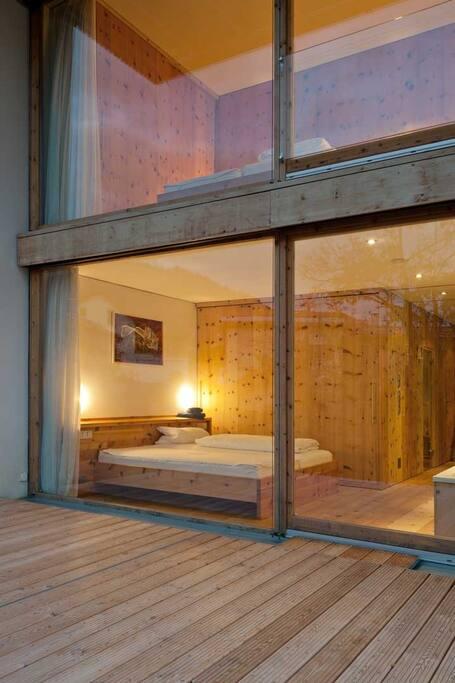 Schlafzimmer im UG mit Terasse