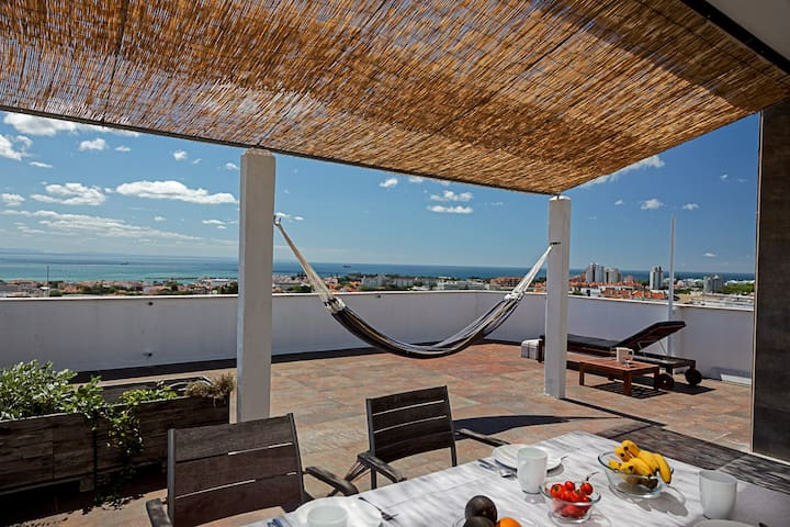 Artist's Rooftop with Amazing Sea Views