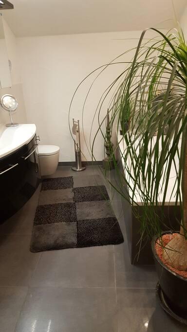 Bad mit Fußbodenheizung, Badewanne