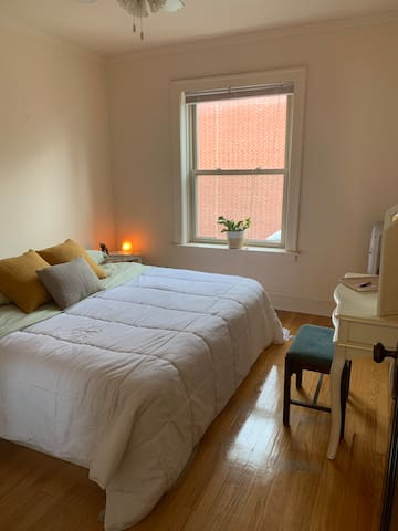Spacious + Comfy Private Room in Lincoln Square
