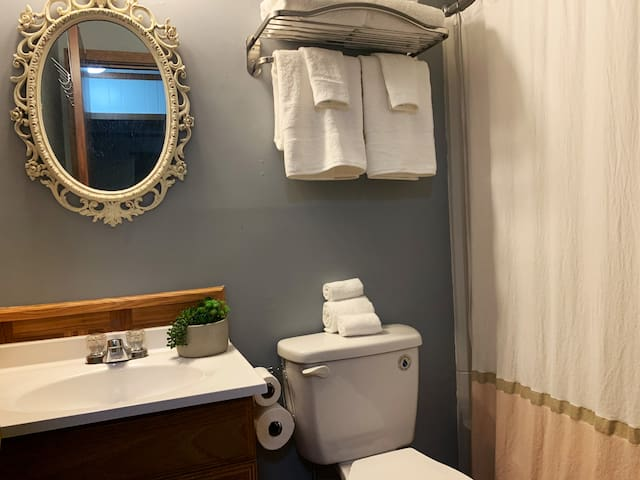 Shabby Chic full bathroom with high end spa towels