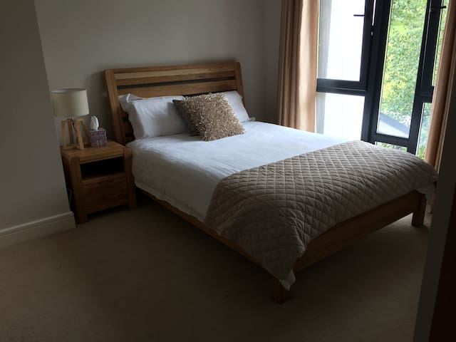 Private Double Ensuite Room, Glanmire, Cork.