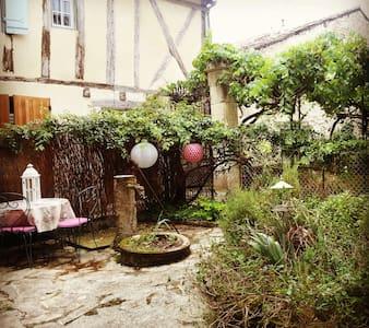 Maison de charme 2- cité médiévale - Issigeac