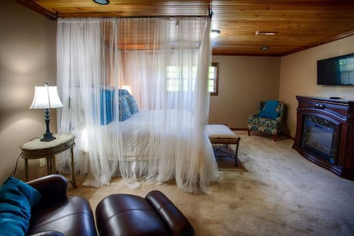 Romantic Suite for 2 at Willow Creek Falls Lodge