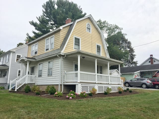 Charming all newly renovated 3BR Dutch Colonial