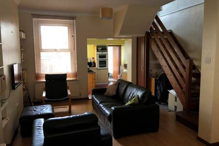 Terraced house in vibrant area!