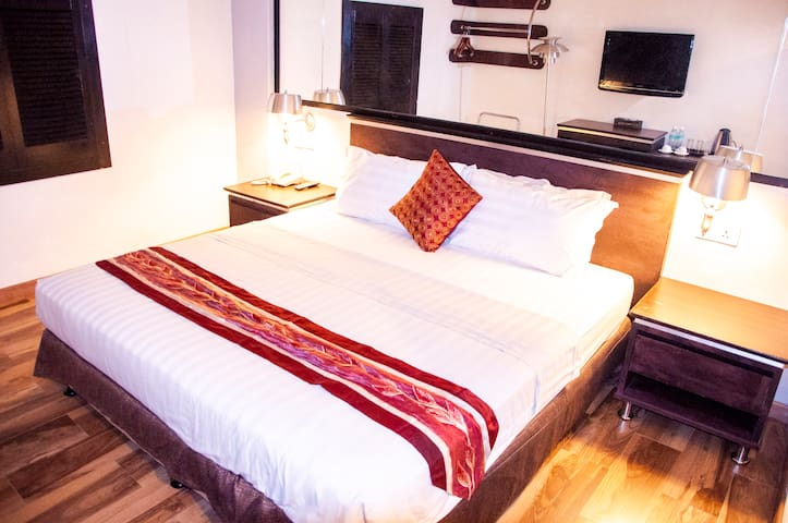 Deluxe King Room (No Window),  Free Cancellation
