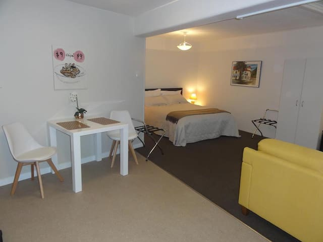 Large, cosy and homely studio room in town!