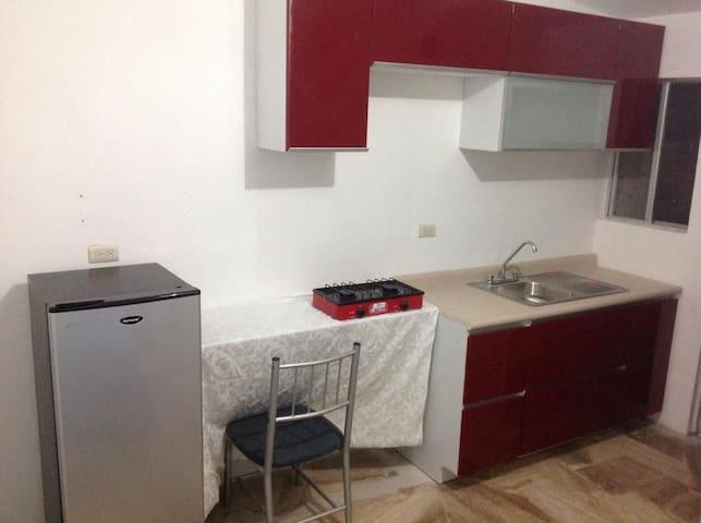 Cuarto amueblado con servicios incluidos - Saltillo - Apartamento