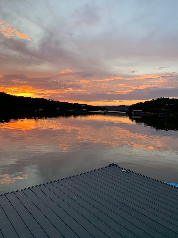 Sunset Cliff Retreat on Lake Buchanan- SPECIALS*