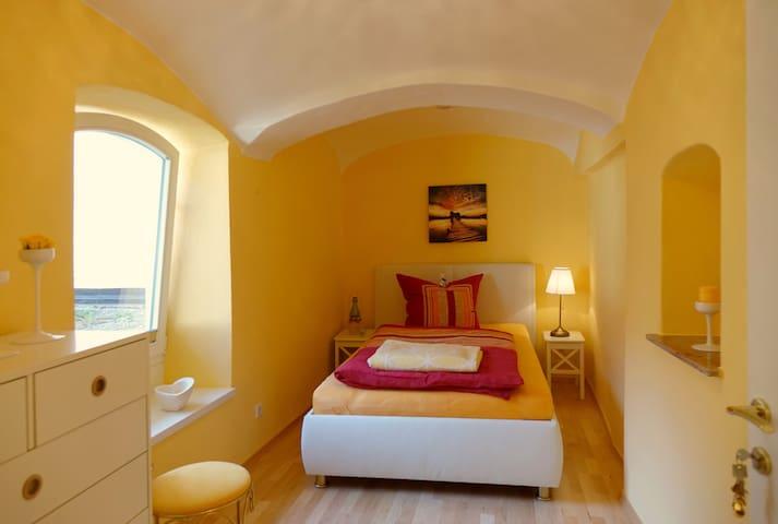 Schlafzimmer 3 mit 140 cm Bett