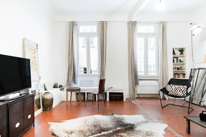 Remodeled 17th Century Apartment in Old Town, AC