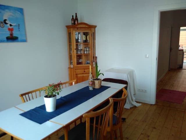 Bright 1,5 rooms directly at Sternschanze