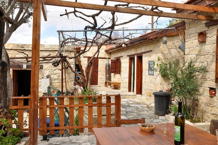 Lambros Vrakas Country House - Pappous - Agios Amvrosios - Casa