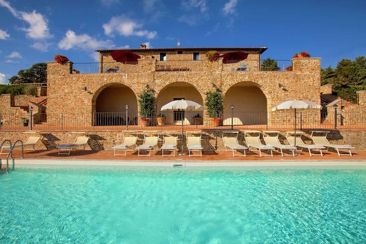 Heerlijke villa in Tuoro sul Trasimeno met zwembad