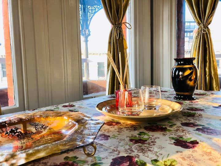 Victorian style en-suite room in center Hawthorn