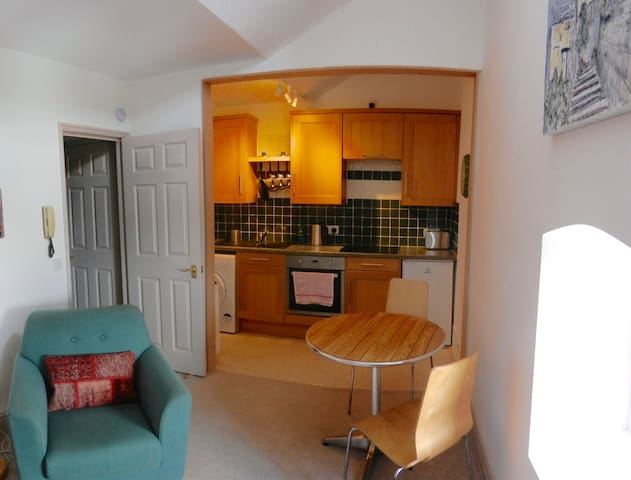 Lovely little flat in Grade II Listed building - Bradford-on-Avon