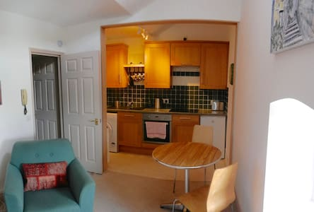 Lovely little flat in Grade II Listed building - Bradford-on-Avon - Wohnung