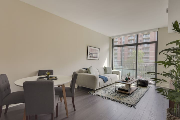 Bethesda 1BR with Thoughtful Design