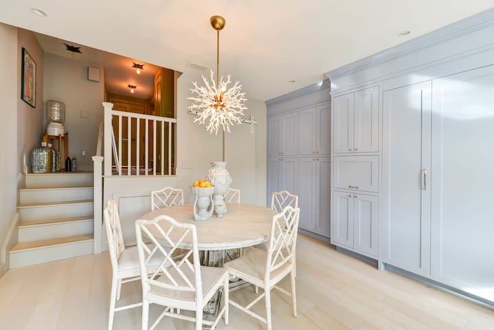 Elegant Living in Georgetown - parking available