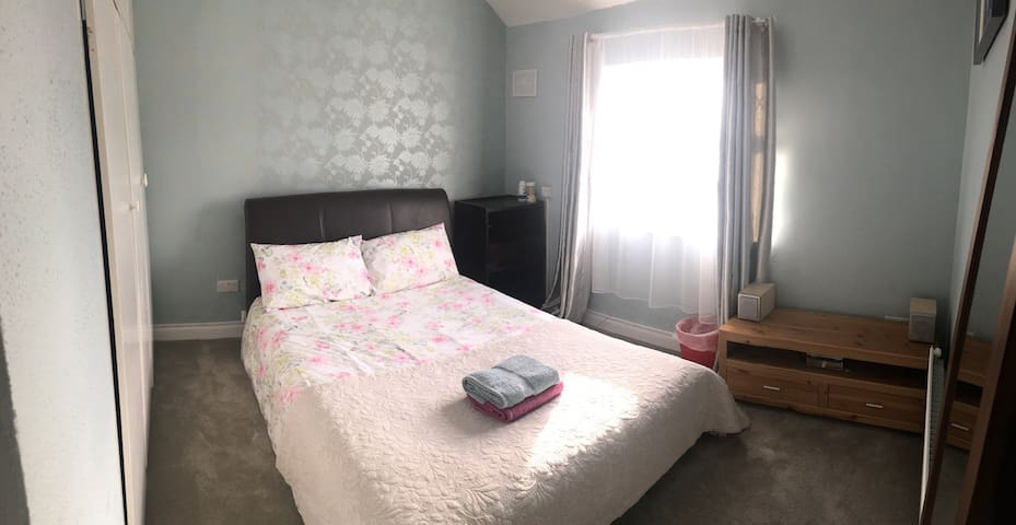 Cosy Room Near City Centre - Dublín - Casa
