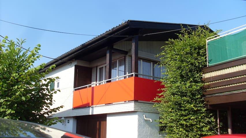 Gemütliches Ferienhaus mit Balkon am Bodensee - Hard - Flat
