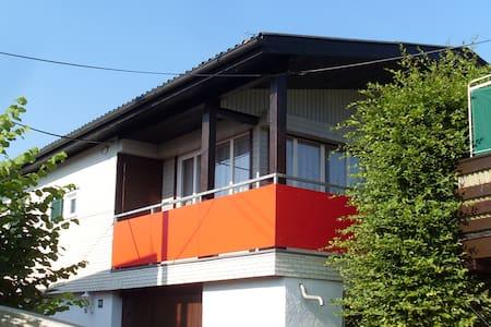 Gemütliches Ferienhaus mit Balkon am Bodensee - Hard
