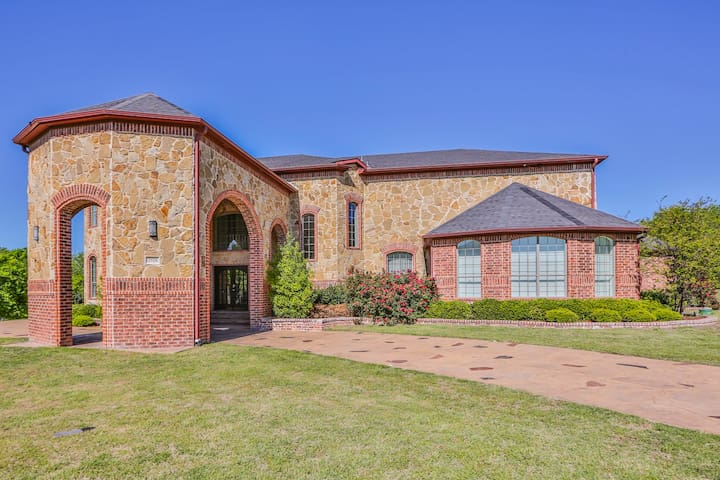 Luxury Living in Cedar Hill - Cedar Hill - House