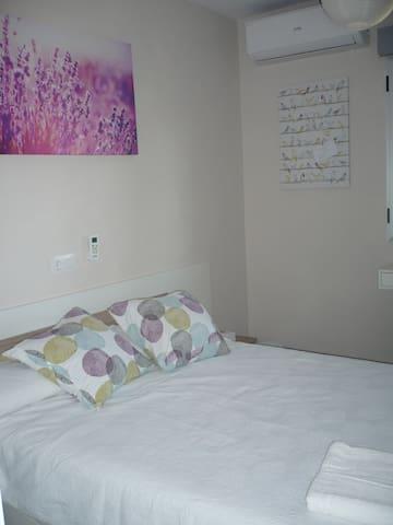 Habitación confort, cama grande, TV + WIFI - Albacete