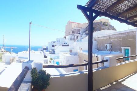 Traditional home with sea view at Ano Syros
