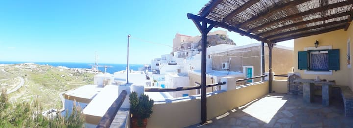 Traditional house with sea view at Ano Syros