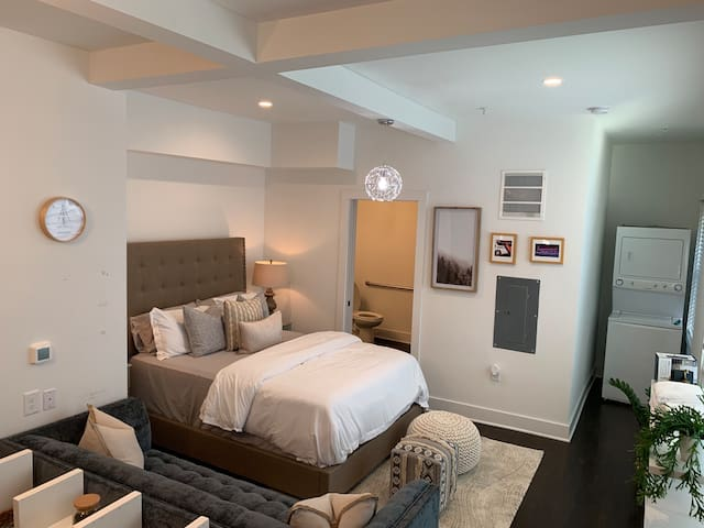 Studio9Forty Sunshine Studio Apartment, sleeps 3