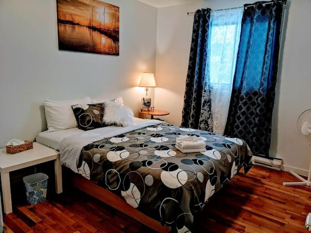 M956 3Beds near by La Ronde Casino  monthly rental