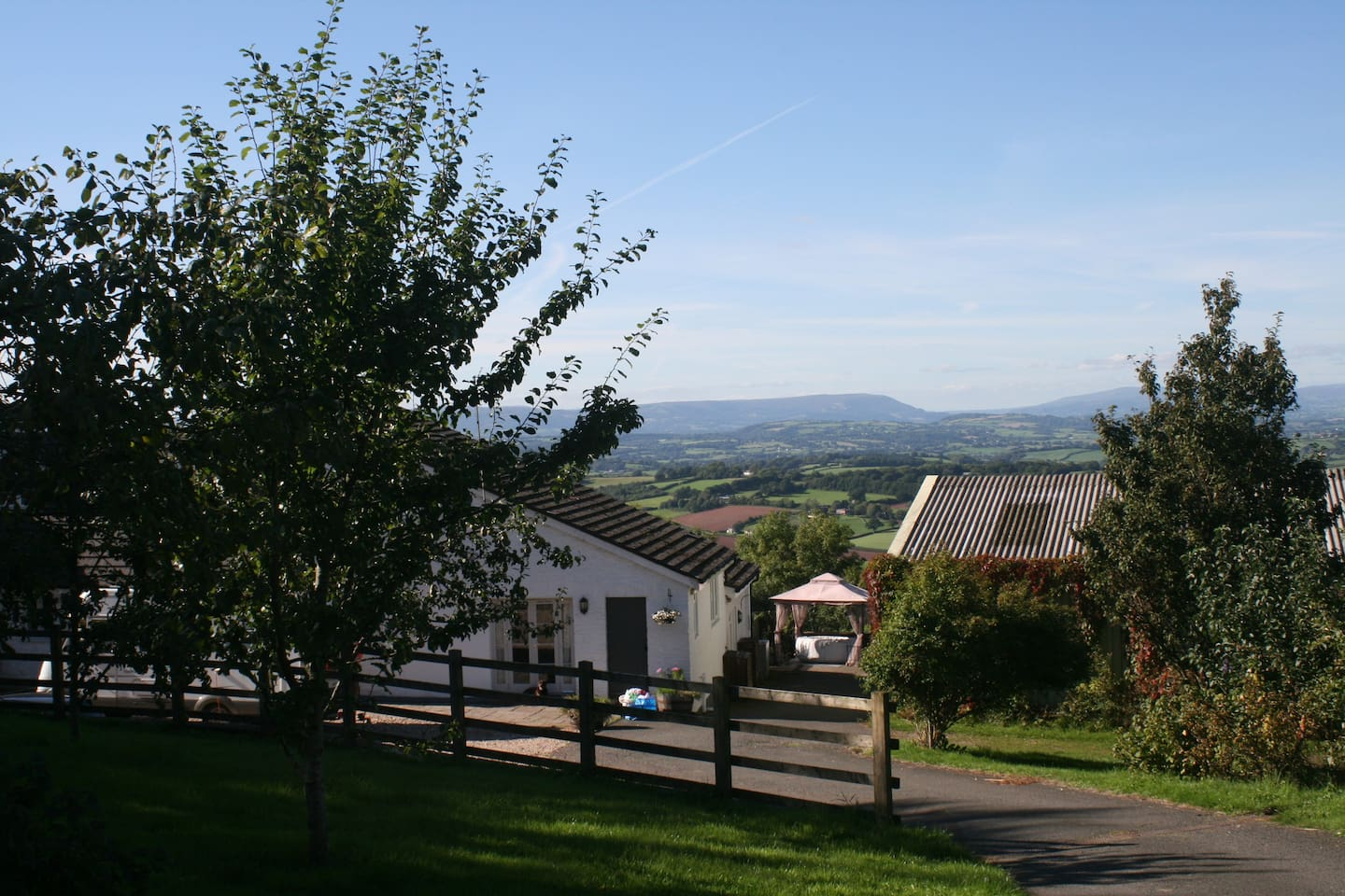 Dorlands House - sleeps 17 in 7 bedrooms with a hot tub overlooking the Usk Valley