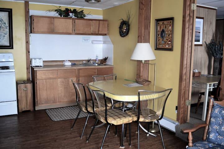 Mallard Suite at AJ's Walleye Lodge