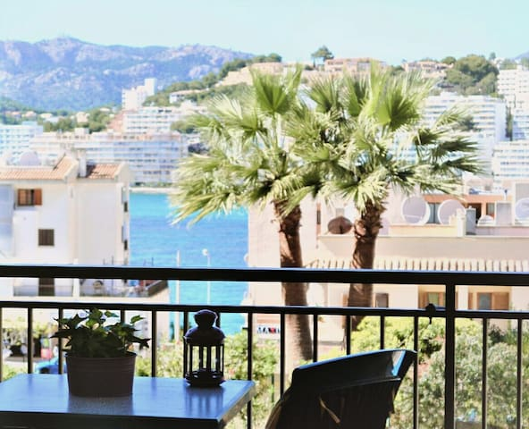 Cozy apartment along Santa Ponsa beach