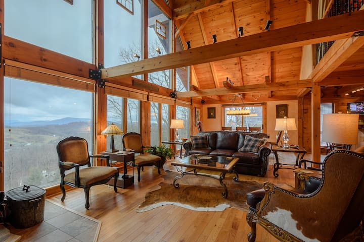 Upscale Mtn Cottage, Huge Views, Hot Tub, Pool Table, Near Downtown & App Ski