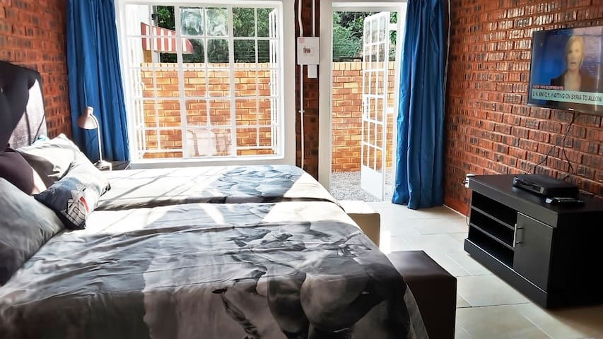 Beautiful Cottage Hatfield with WIFI, DSTV Premium - Pretoria - Apartment