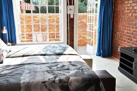 Beautiful Cottage Hatfield with WIFI, DSTV Premium - 比勒陀利亚 - 公寓