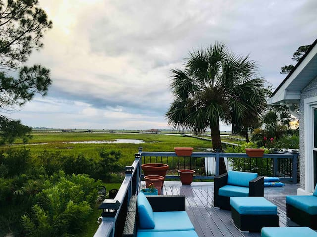 Lakefront Ensuite 10 minutes to Savannah or Beach