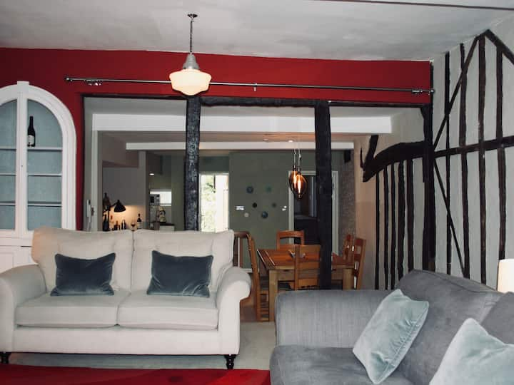 Historic, comfortable flat in heart of Woodstock