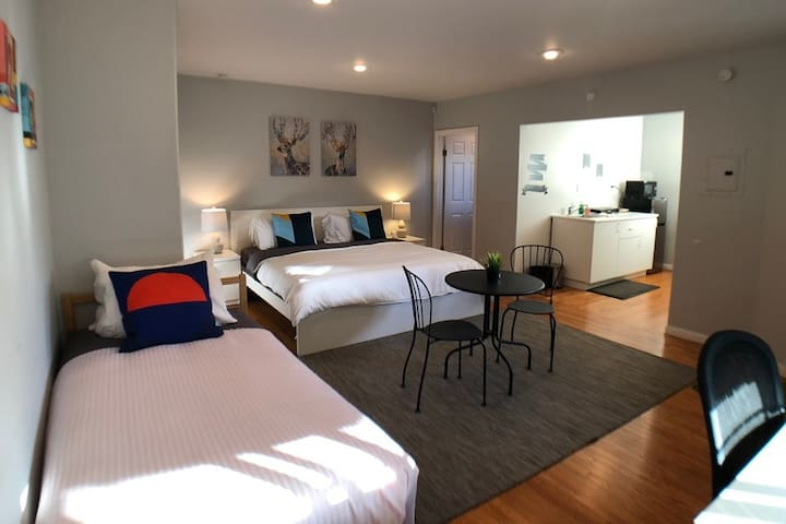 Green Beach@Culver City: Private King suite_New