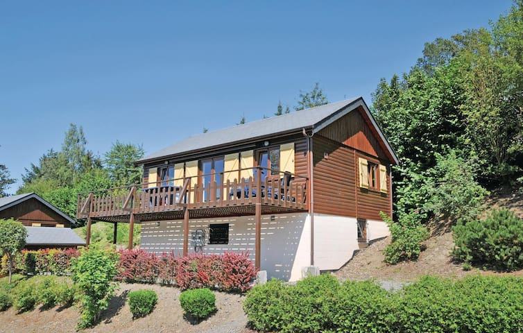 Holiday cottage with 4 bedrooms on 102 m² in La Roche-en-Ardenne